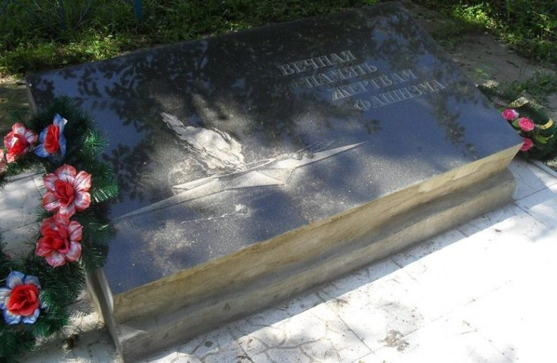 г. Бурынь. Братская могила жертв фашизма.