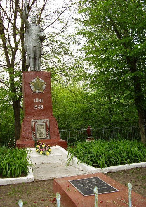 с. Пустогород Глуховского р-на. Памятник, установленный в 1971 году на братской могиле советских воинов и памятный знак в честь погибших земляков.