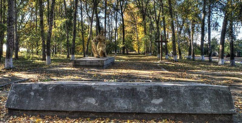 с. Степановка Бурынского р-на. Братская могила советских воинов.