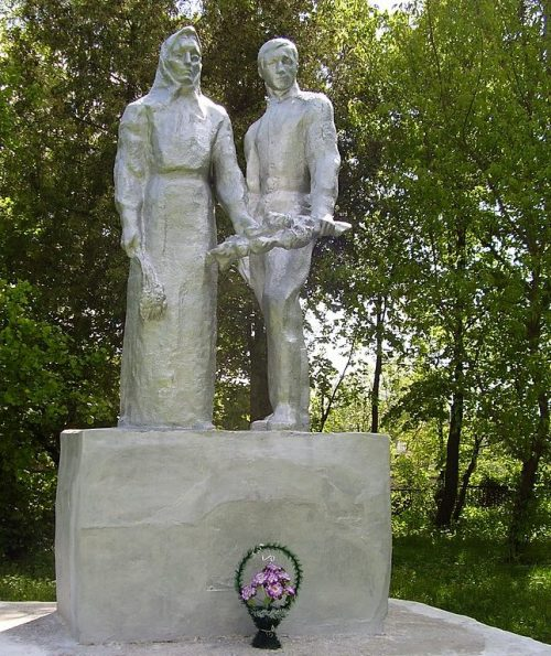 с. Сварково Глуховского р-на. Могила партизана Баранова И.Д.