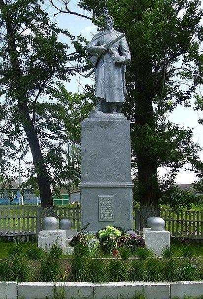 п. Шалыгино Глуховского р-на. Памятник, установленный в 1955 году на братской могиле советских воинов.