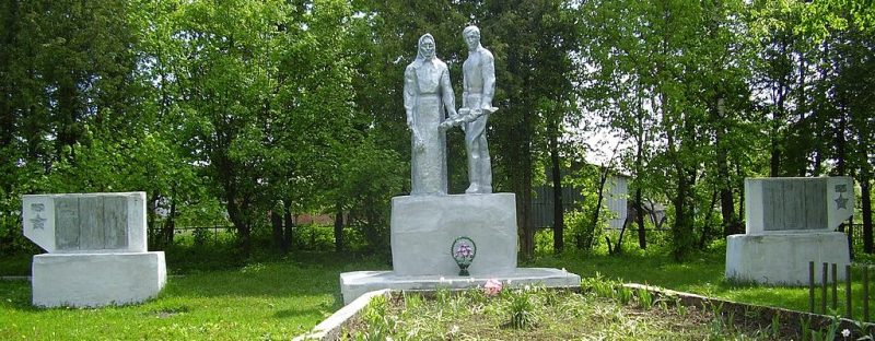 п. Шалыгино Глуховского р-на. Памятник погибшим воинам-землякам, установленный в 1974 году.