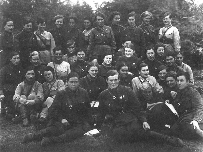 Первый состав авиаполка. Станица Ассиновская,1942 г.
