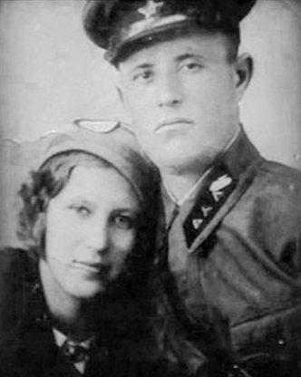 Старший сержант Дмитрий Малько с женой в 1941 г.