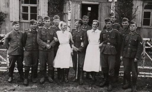 Сотрудники немецкого госпиталя. 1942 г.