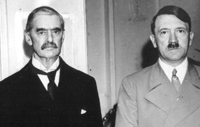 Чемберлен и Гитлер.