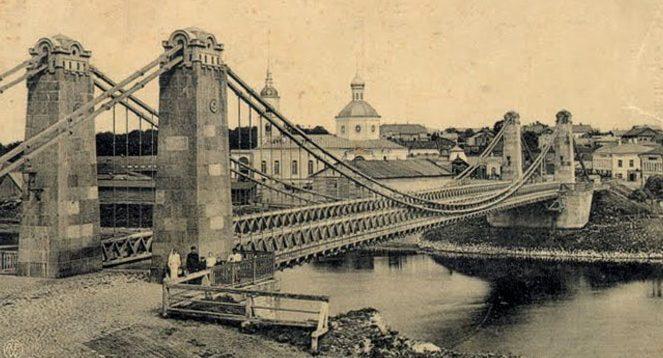 Цепной мост через реку Великая. Довоенный город.
