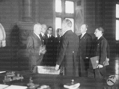 Церемония подписания договора.