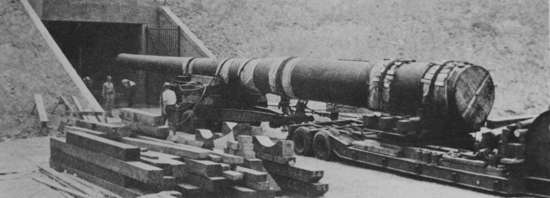 Транспортировка ствола 406-мм орудия к береговой батарее военно-морской базы США Перл-Харбор. 1940 г.