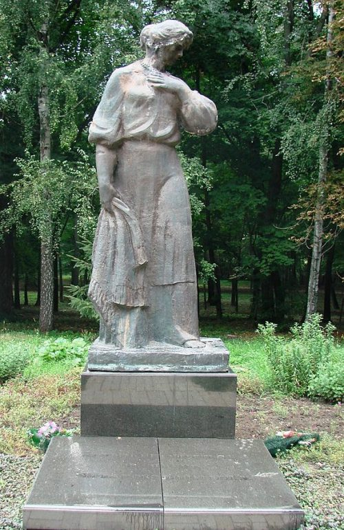 Памятник на мемориале «Скорбящая мать».