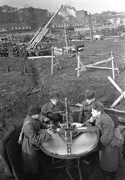 Группа наведения зенитного расчета при обороне Москвы, 1 ноября 1941 г.