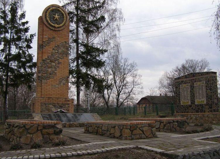 с. Вировка Конотопского р-на. Памятник, установленный на братской могиле советских воинов и памятный знак погибшим односельчанам.