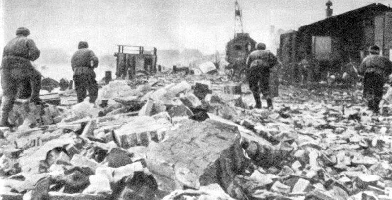 Советские войска в городских боях.