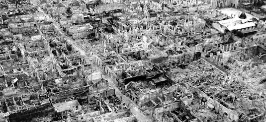 Вид на руины района Интрамурос в Маниле. Февраль 1945 г.