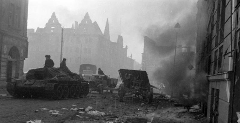 Советские танки на улице Эльбинга.