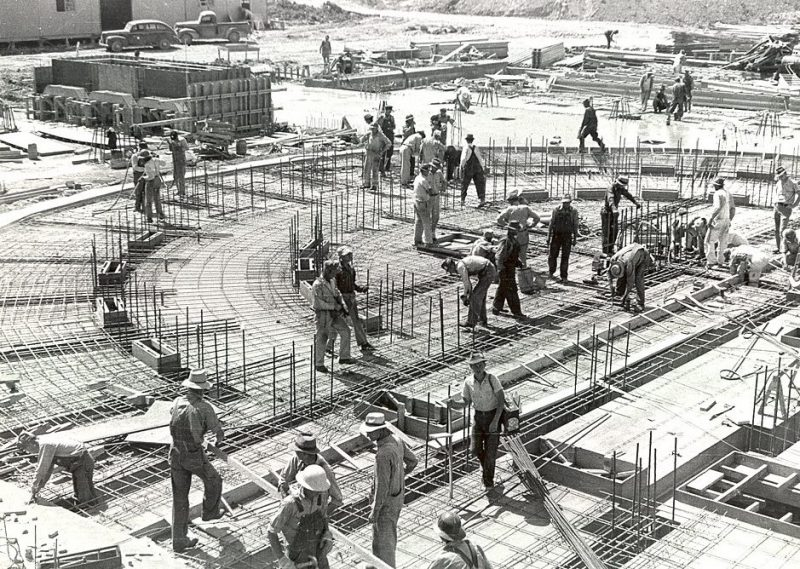 Строительство ядерного исследовательского центра в Power House. 1941 г.