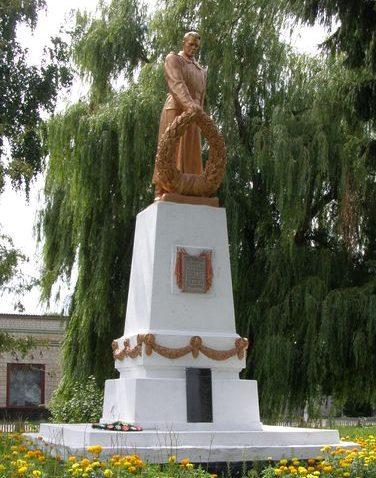 п. Дубовязовка Конотопского р-на. Памятник, установленный на братской могиле воинов, погибших в боях за село.