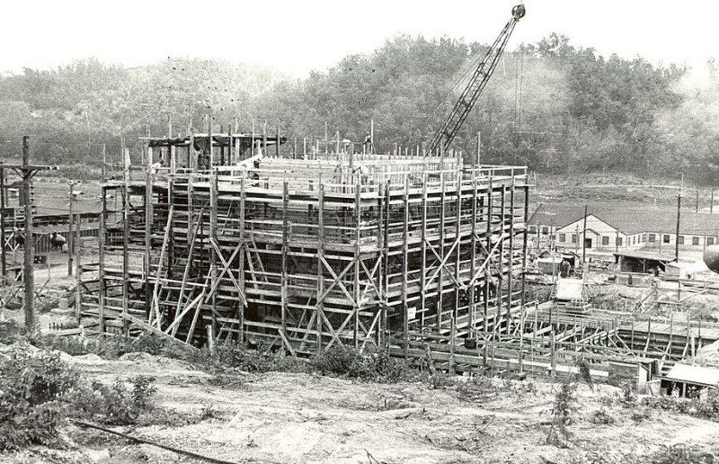 Строительство графитового реактора Х-10. 1942 г.