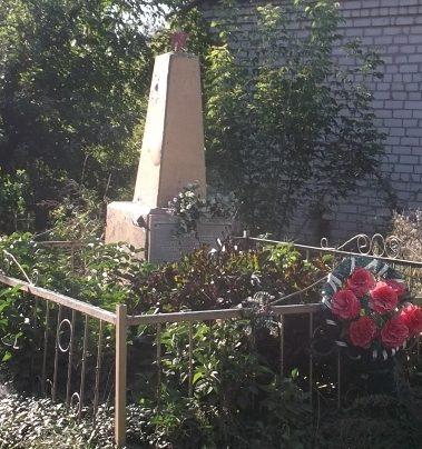 с. Беремецкое Козелецкого р-на. Братская могила воинов-освободителей.