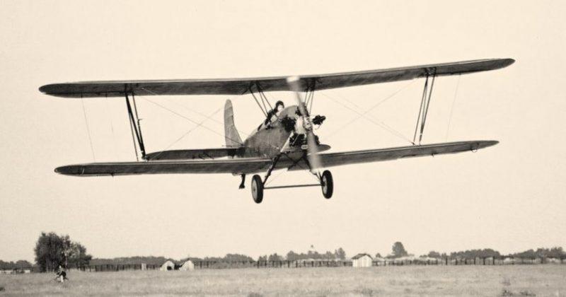 Самолет У-2ЛНБ на взлете.