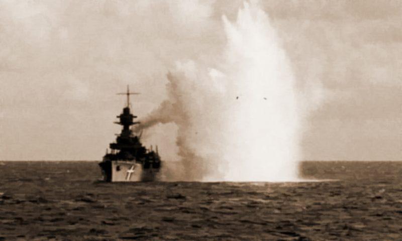 Последняя атака немецкой авиации на «Нильс Юэль», после которой корабль пришлось сажать на мель.