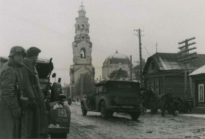 Немцы занимают город. 1941 г.