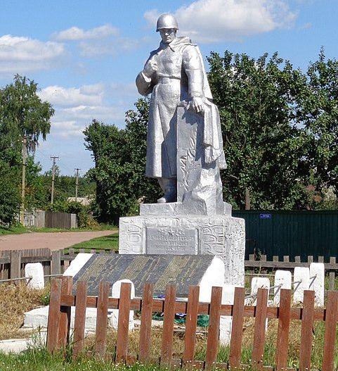 с. Блудше Козелецкого р-на. Братская могила 3 советских воинов, погибших при освобождении села в сентябре 1943 года.