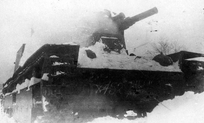 Танк Т-28, подбитый у Порхова. 1941 г.