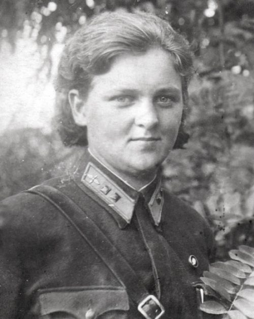 Первый штурман 46-го Таманского гвардейского ночного бомбардировочного полка, Софья Бурзаева (Рощина). 1942 г.