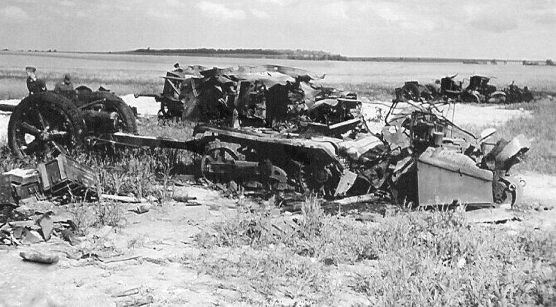 Поле боя на подступах к городу. Июль 1941 г.
