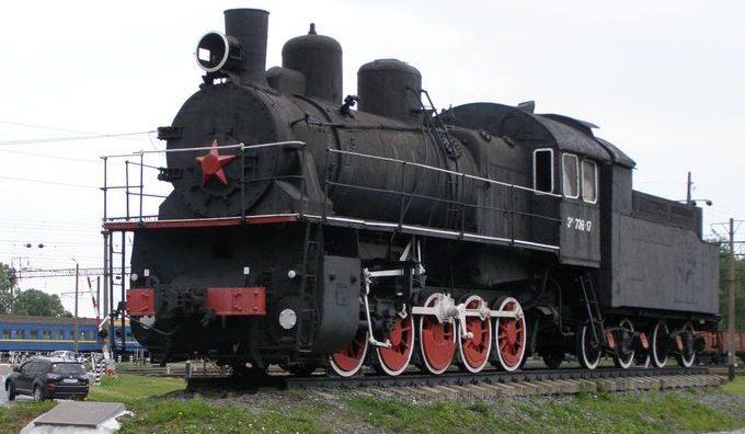 г. Бахмач. Памятный знак воинам-железнодорожникам установленный в 1988 году.
