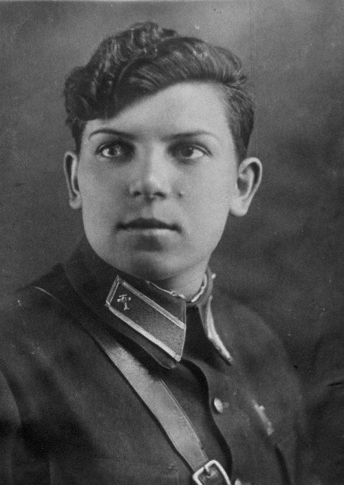 Высоцкая Анна - лётчица 46-го авиаполка. 1942 г.