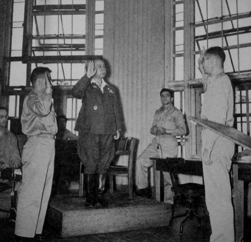 Японский генерал-лейтенант Томоюки Ямасита в зале суда в Маниле.