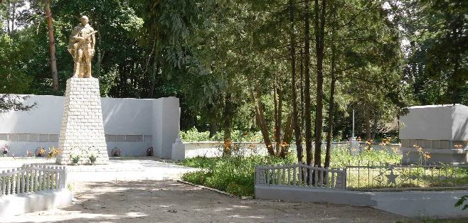 с. Камень Конотопского р-на. Памятник погибшим односельчанам.