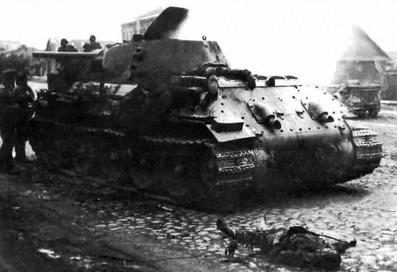 Фотография еще дымящегося танка, сразу после поражения.
