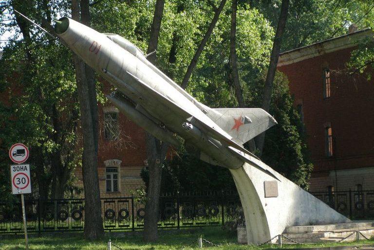г. Чернигов. Памятный знак воинам-авиаторам.