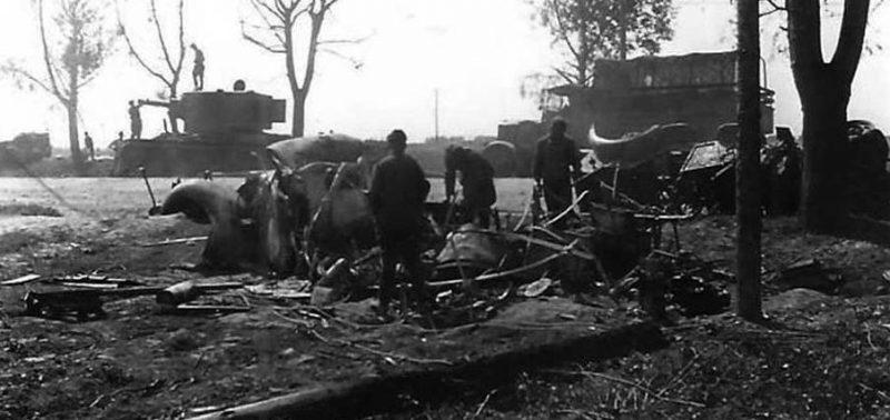 Танк КВ-2, подбитый у Острова. 1941 г.