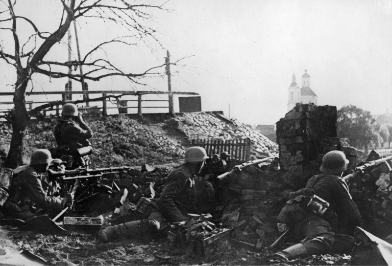 Немецкие позиции во время боев за Великие Луки. 1941 г.