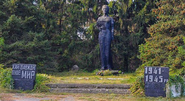 с. Грунь Лебединского р-на. Братская могила советских воинов.