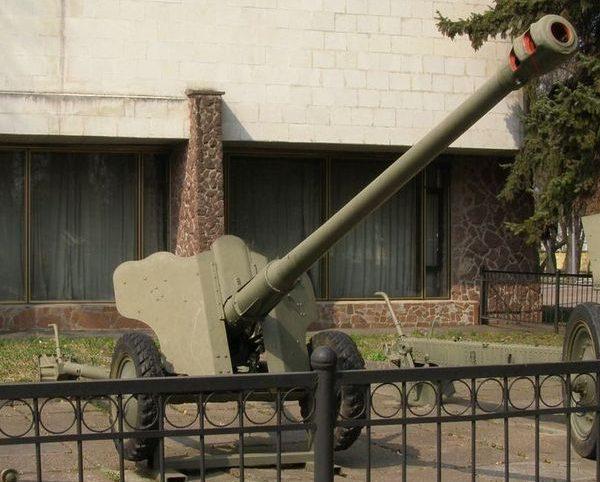 85-мм пушка Д-44.