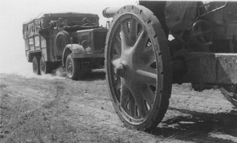 Немецкая техника на марше в районе Ярцево. Июль 1941 г.
