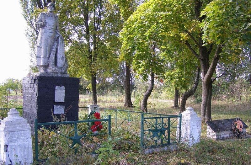 с. Гламазды Козелецкого р-на. Памятник, установленный в 1975 году на братской могиле, в которой похоронено 5 воинов, погибших в боях за село и памятный знак погибшим односельчанам.