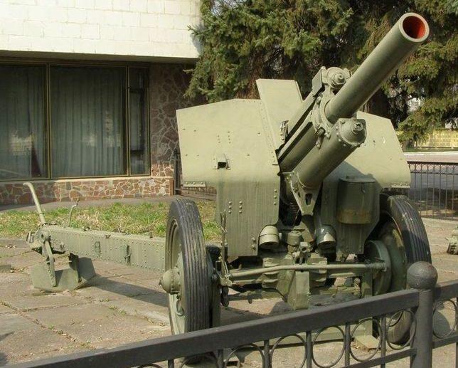 122-мм гаубица М-30.