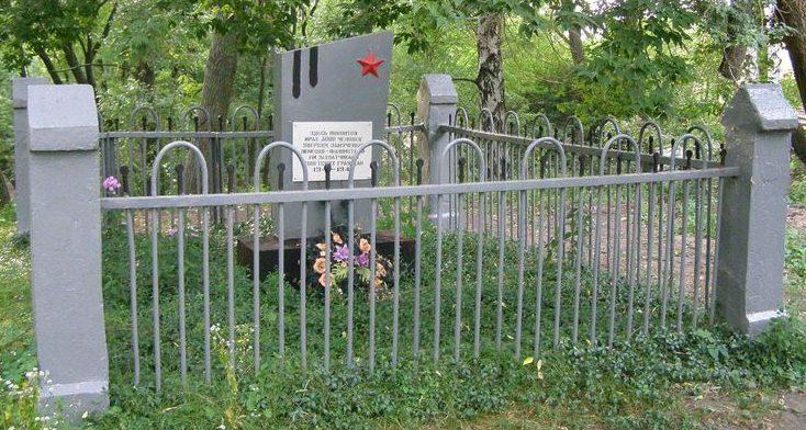 г. Конотоп. Памятный знак на месте расстрела мирных граждан.
