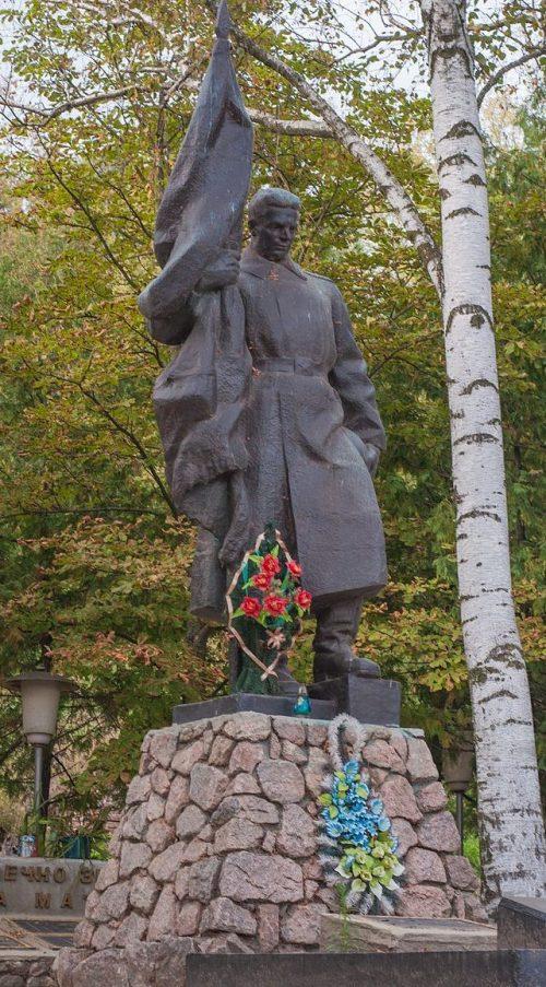 с. Курган Лебединского р-на. Памятник, установленный на братской могиле советских воинов.