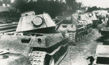 Советские танки, уничтоженные под Великими Луками. 1941 г.