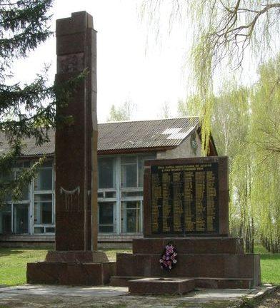 с. Великий Листвен Городнянского р-на. Памятник погибшим односельчанам.