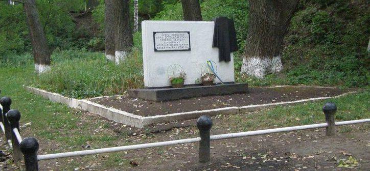 г. Конотоп. Братская могила мирных граждан, погибших в годы войны.