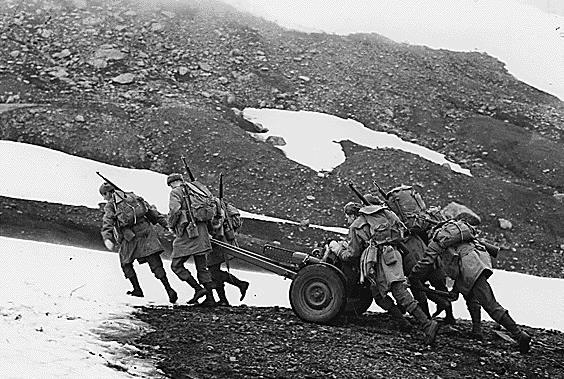 37-мм противотанковая пушка на Аляске. 1942 г.