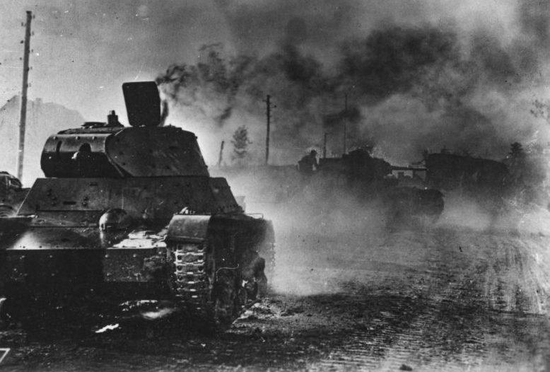 Советский огнеметный танк ХТ-133 подбитый немцами. 1941 г.